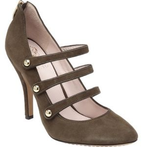 Vince Camuto Jamily Olive Suede heels in size 9.5